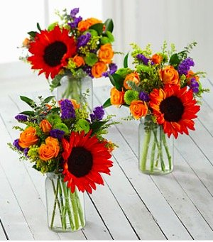 It doesn't take much time on PartyIdeaPros.com to figure out we love fresh flowers. The deep, warm hues of autumn make for some fabulous flower arrangements. Here are a few of our favorites!