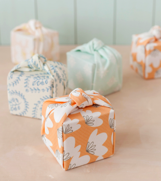 DIY- KNOTTED FABRIC-WRAPPED FAVOR BOXES
